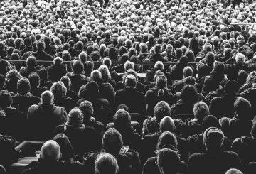 Siddende publikum