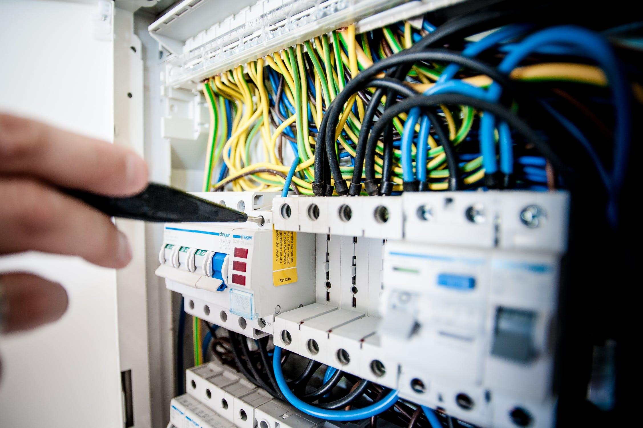 arbejde med elektricitet