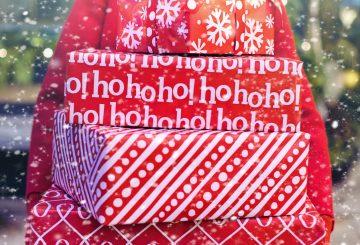 dame med julegaver