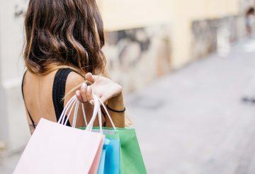 Shoppende kvinde